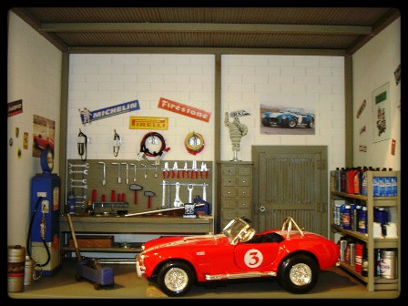 vitrine miniature garage voiture 1 24. Black Bedroom Furniture Sets. Home Design Ideas